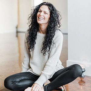 Amber Rotar yoga-santosha-teacher