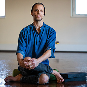 Markus Bauman meet the team yoga santosha therapist